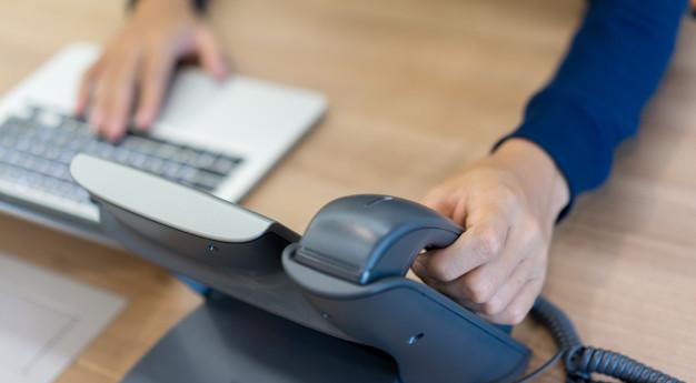Teléfono simbolizando la experiencia del cliente en el call center